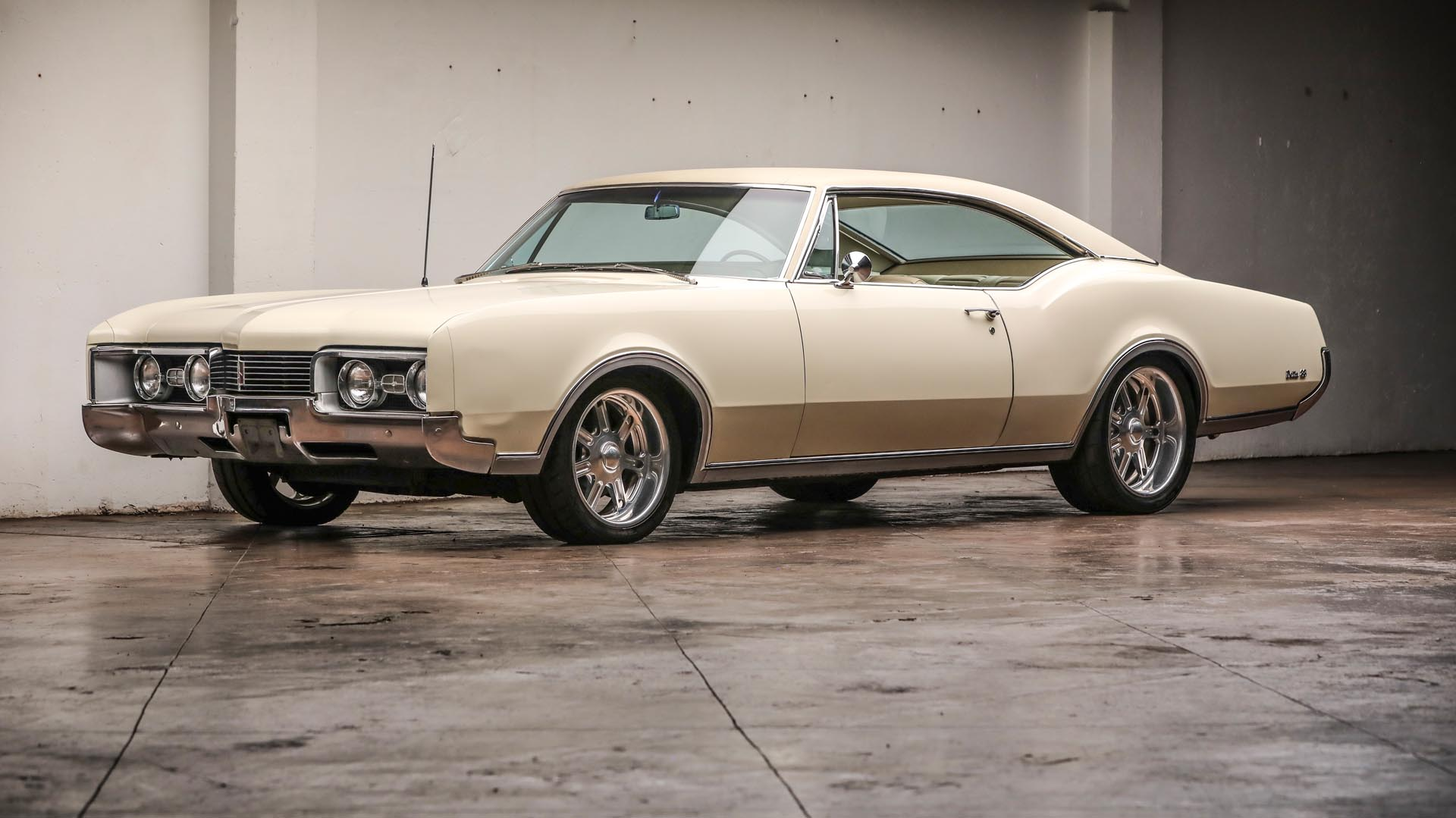 1967 Oldsmobile Delta 88 Holiday Coupe