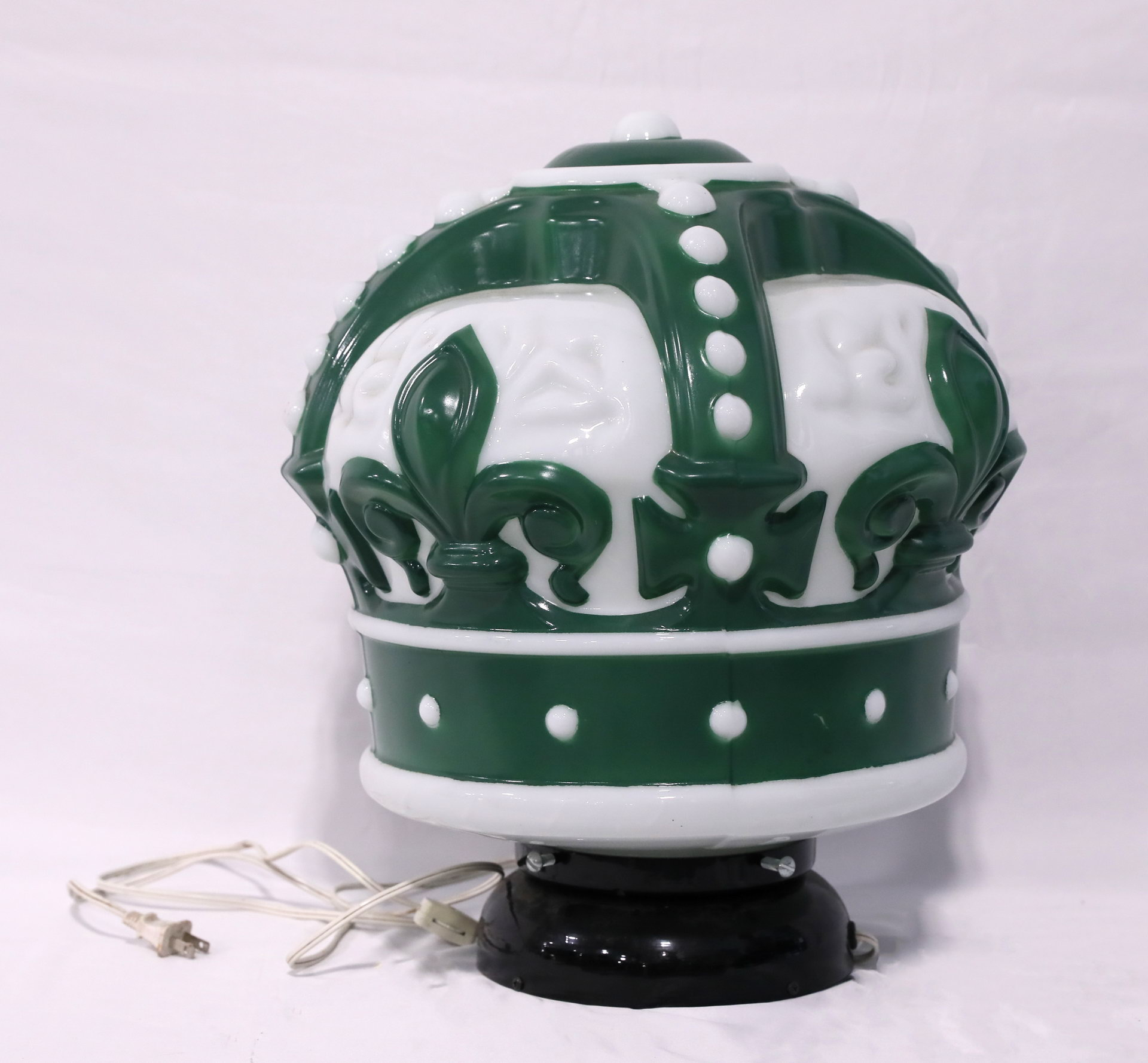 Reproduction Standard Red Crown Glass Gas Pump Globe Green & White