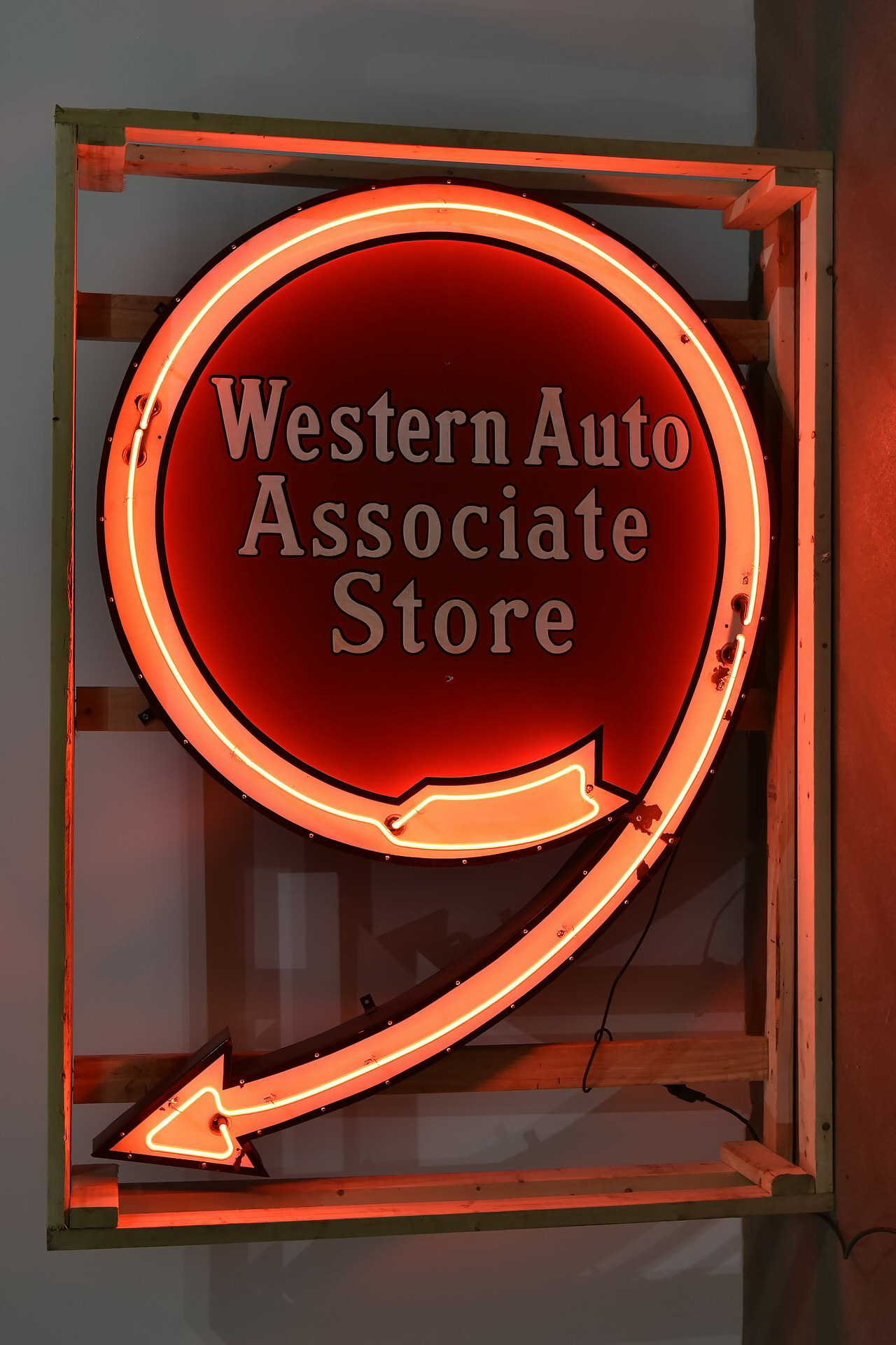 Western Auto Associate Store Porcelain Lighted Neon Can Sign