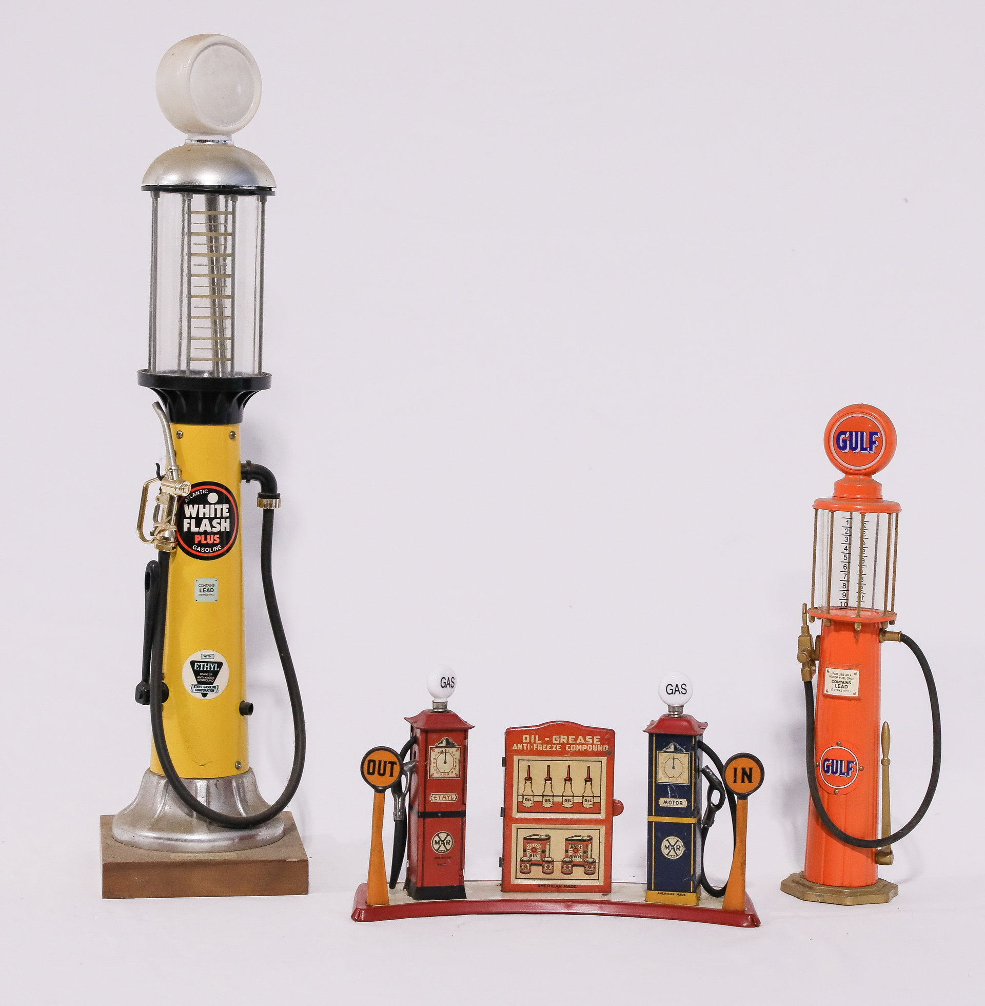 Marx Toys Gas Pump & Oil - Grease Island plus 2 Visible Collectable Pumps