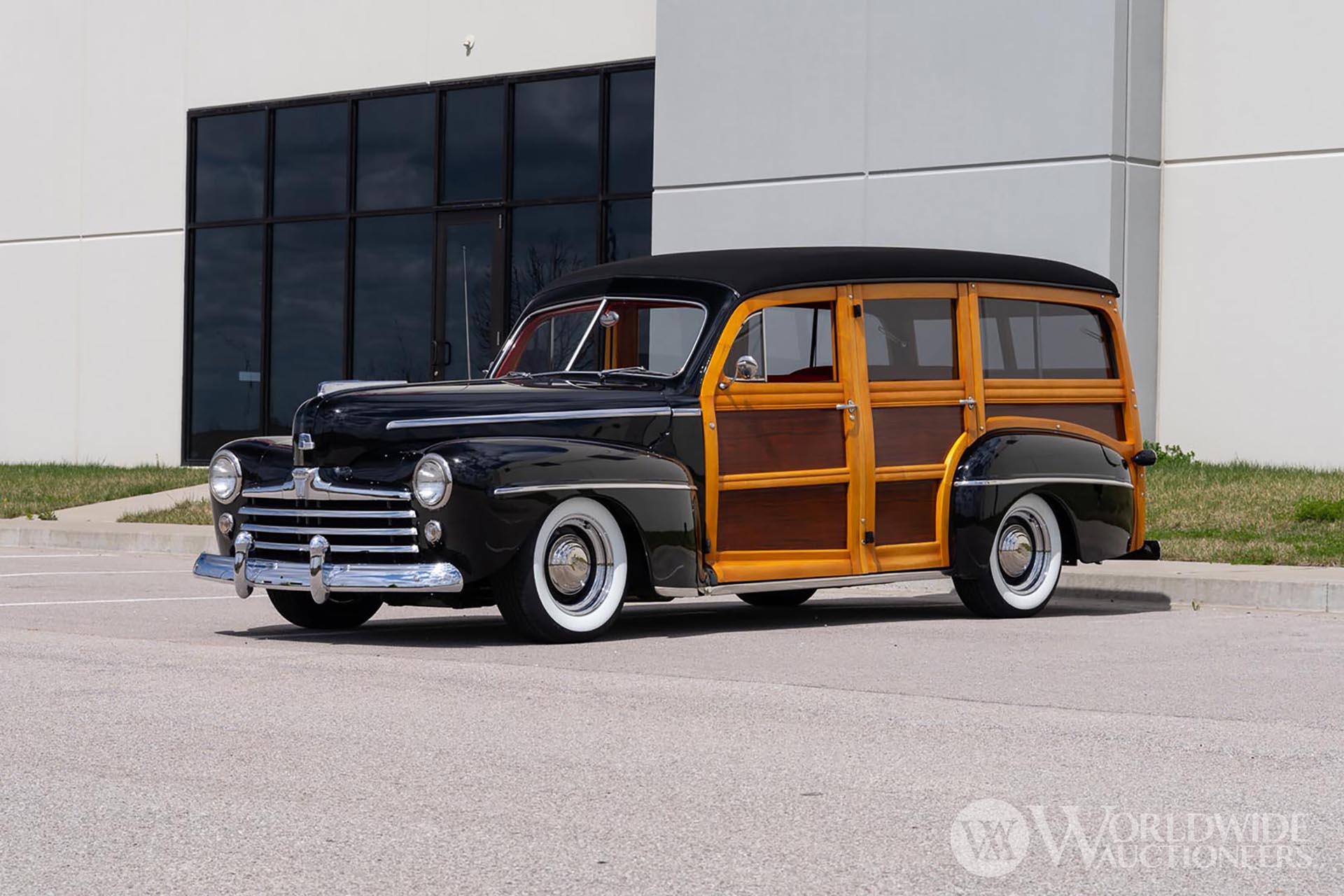 1947 Ford Super DeLuxe RestoMod Woodie Wagon