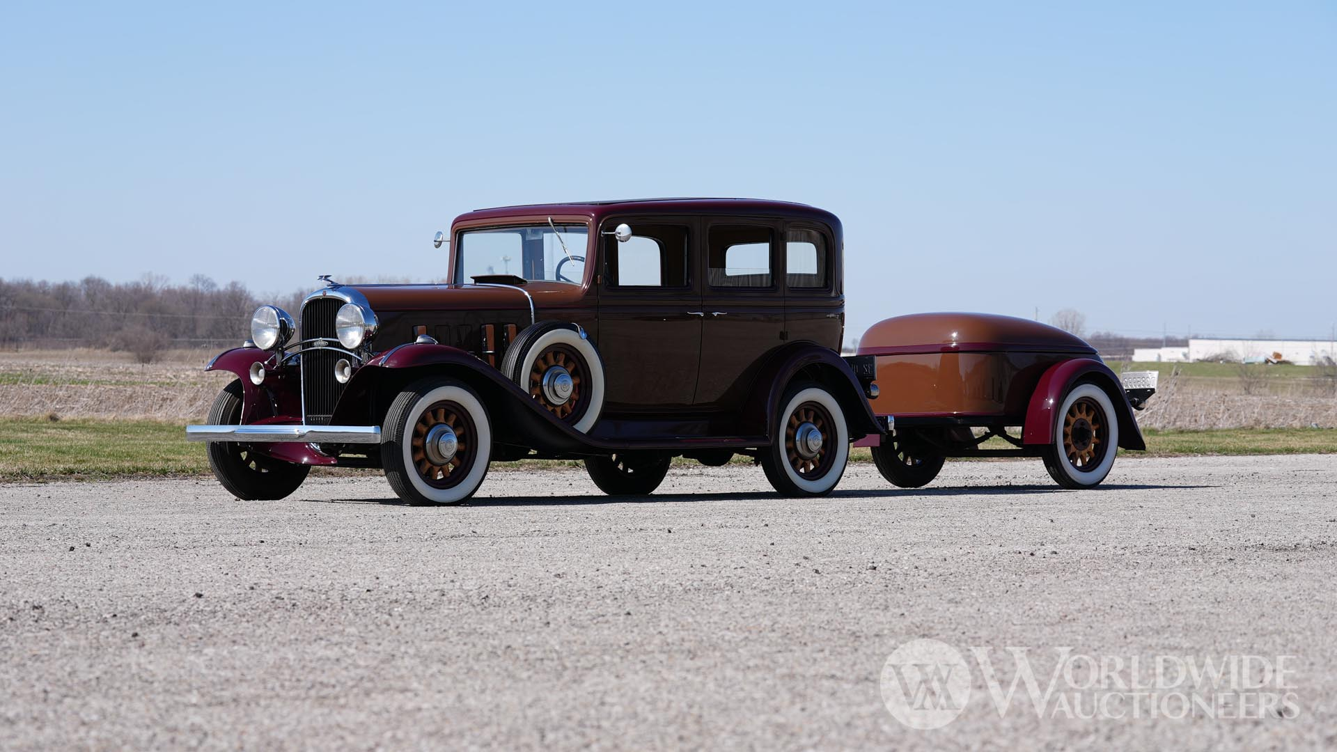 1932 Oldsmobile F32 Sedan with Mullins Style Trailer