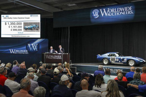 Lot 31 - Shelby Crobra Daytona copy
